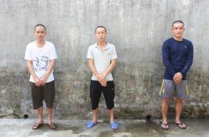 Em trai bị bắt liên quan ma túy, người anh dùng dao uy hiếp công an