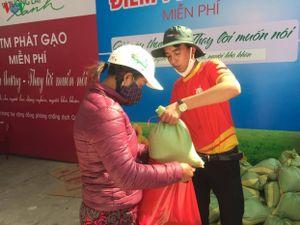 Tỉnh Đoàn Lâm Đồng tặng 2.000 phần quà giúp đỡ người nghèo