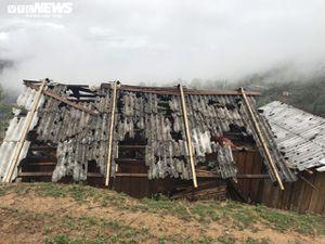 Mưa đá xuyên thủng hơn 2.000 mái nhà, dân Lai Châu lâm cảnh màn trời chiếu đất