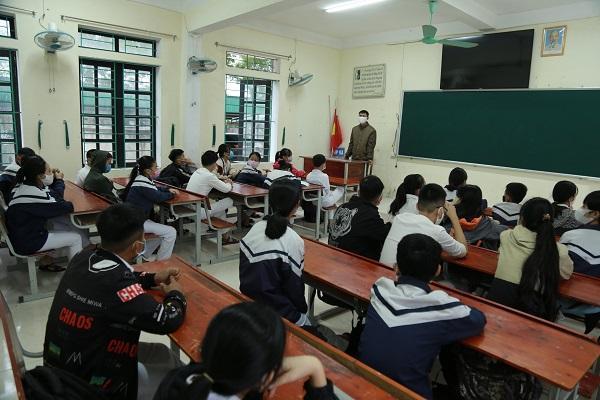 Nghệ An - Hà Tĩnh: Thực hiện nghiêm công tác phòng chống dịch cho học sinh đến trường