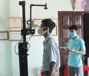 Thầy giáo cùng học trò sáng chế Máy đón học sinh đến trường
