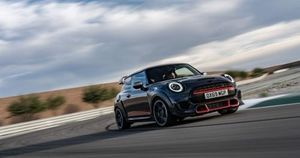 Mini John Cooper Works GP bản giới hạn trang bị động cơ, công nghệ đặc biệt nào?