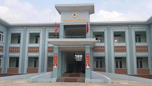 Hai con của Phó Bí thư Đảng ủy xã 'ở nhờ' nhà hộ nghèo
