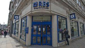 Ngân hàng Anh RBS công bố lợi nhuận ròng giảm gần 60%