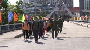 Lào Cai tiếp nhận 30 công dân qua Trung Quốc lao động 'chui' về nước