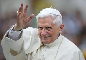 Cựu giáo hoàng Benedict: Có người muốn tôi im lặng