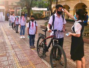 Học sinh thị xã Sơn Tây chính thức trở lại lớp học sau 3 tháng nghỉ chống dịch Covid-19