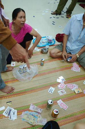 Bắt 'ổ nhóm' đánh bạc dưới hình thức đánh phỏm trong dịp nghỉ lễ ở Quảng Bình