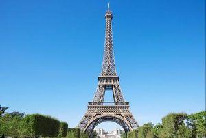 Chuyện lạ: Tháp Eiffel bỗng dưng cao thêm 17cm trong mùa hè