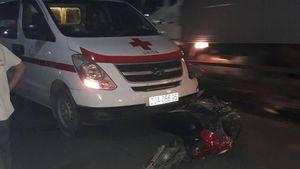 Nam thanh niên tử vong sau va chạm mạnh với xe cứu thương