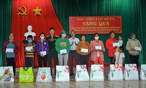 Học viện Lục quân tặng quà các gia đình có hoàn cảnh khó khăn tại Lâm Đồng