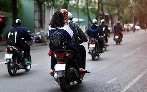 Báo động tình trạng học sinh đi xe máy khi chưa đủ tuổi