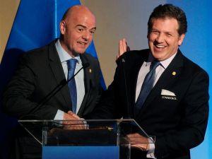 Sếp CONMEBOL 'bật lại' việc FIFA cho thay 5 cầu thủ/trận