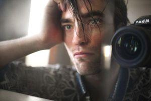 Robert Pattinson mặc nhếch nhác lên tạp chí