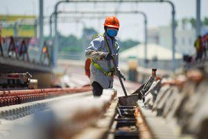 Metro số 1 gấp rút hoàn thiện đón đoàn tàu đầu tiên chạy thử nghiệm