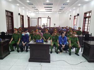 Giang '36' bao vây xe chở công an lãnh 4 năm tù