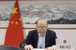 Đại sứ TQ không kịp cài cúc áo, biển tên nước đặt ngược khi họp WHO