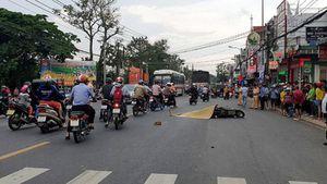 Một phụ nữ bị xe tải cán tử vong khi ngã ra đường