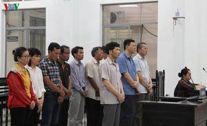 Các bị cáo trong vụ tham ô tiền chống hạn tại Khánh Hòa được giảm án