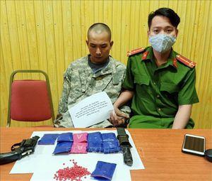 Bắt quả tang vụ vận chuyển gần 2.000 viên ma túy tổng hợp