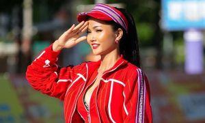 Hoa hậu H'Hen Niê khoe ba vòng nóng bỏng trong trang phục thể thao siêu độc đáo