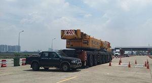 TPHCM: Tạm giữ xe cẩu nhập khẩu chưa được thông quan lưu thông trên đường