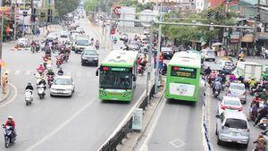 Hà Nội: Khách đi xe buýt nhanh BRT không phải dùng tiền mặt để mua vé