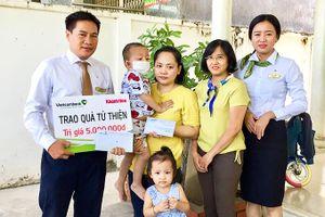 Bạn đọc ủng hộ gần 60 triệu đồng cho bé Bế Hoàng Nguyên