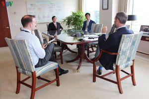 Đại sứ quán Việt Nam tại Mỹ trao tặng khẩu trang cho DFC