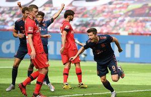 Lewandowski lập công, Bayern đòi nợ Leverkusen