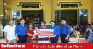 Trao 50 triệu đồng hỗ trợ cháu bé ở thị xã Nghi Sơn có bố mẹ tử vong do tai nạn giao thông