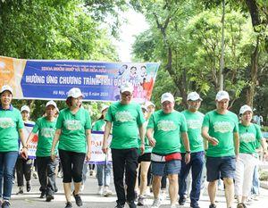 Đi bộ quanh Hồ Gươm hưởng ứng thông điệp bảo vệ môi trường