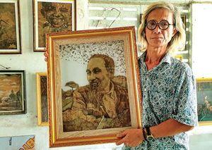 Người 'vẽ' tranh Bác Hồ bằng lá sen