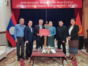 Tỉnh Lâm Đồng trao tặng 600 triệu đồng hỗ trợ nhân dân Lào và kiều bào Campuchia chống COVID-19
