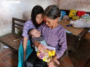 Cám cảnh cụ già chăm sóc cháu bé 3 tháng tuổi của người con điên dại bị hãm hiếp