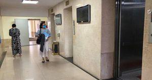 Người đàn ông nghi dâm ô bé trai trong thang máy ở chung cư 25 Lạc Trung