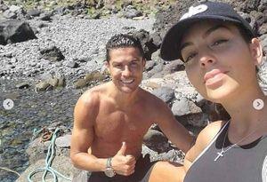 Bạn gái xinh đẹp thừa nhận thấy 'xấu hổ' khi tập luyện cùng C.Ronaldo