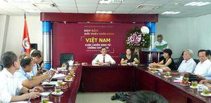 Cuốn sách 'Việt Nam - cuộc chiến sinh tử chống Covid-19' ra mắt độc giả