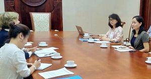 Thứ trưởng Trịnh Thị Thủy làm việc với bà Rana Flowers, Trưởng Đại diện Quỹ Nhi đồng Liên Hợp quốc (UNICEF) tại Việt Nam