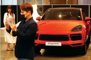 Bất chấp COVID-19, giới nhà giàu Hàn Quốc đổ xô đi mua xe sang