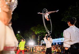3000 nghệ sĩ diễu hành quanh phố đi bộ Hà Nội