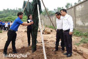 Xuân Lộc tổ chức trồng cây tại Đền thờ liệt sĩ huyện