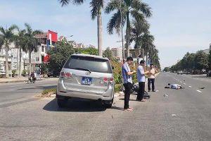 Xe biển xanh của Tỉnh ủy Nghệ An đâm văng cô gái đi xe máy điện