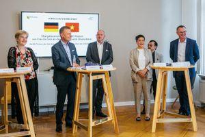 Trao tặng 300.000 khẩu trang cho người dân Đức chống dịch COVID-19