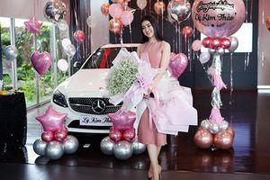 Á hậu Lý Kim Thảo 'xách' hơn 1,9 tỷ đi mua Mercedes-Benz C300 AMG