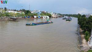 Khởi tố nhóm 'cát tặc' cầm đầu hoạt động trên sông Hàm Luông, Cổ Chiên