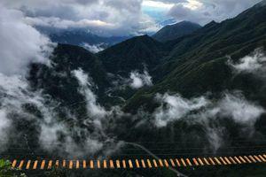 Cầu treo mạo hiểm trên đỉnh Ô Quy Hồ