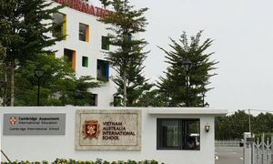 Bị trường quốc tế Việt Úc (VAS) đuổi học, một học sinh nhập viện vì có dấu hiệu trầm cảm