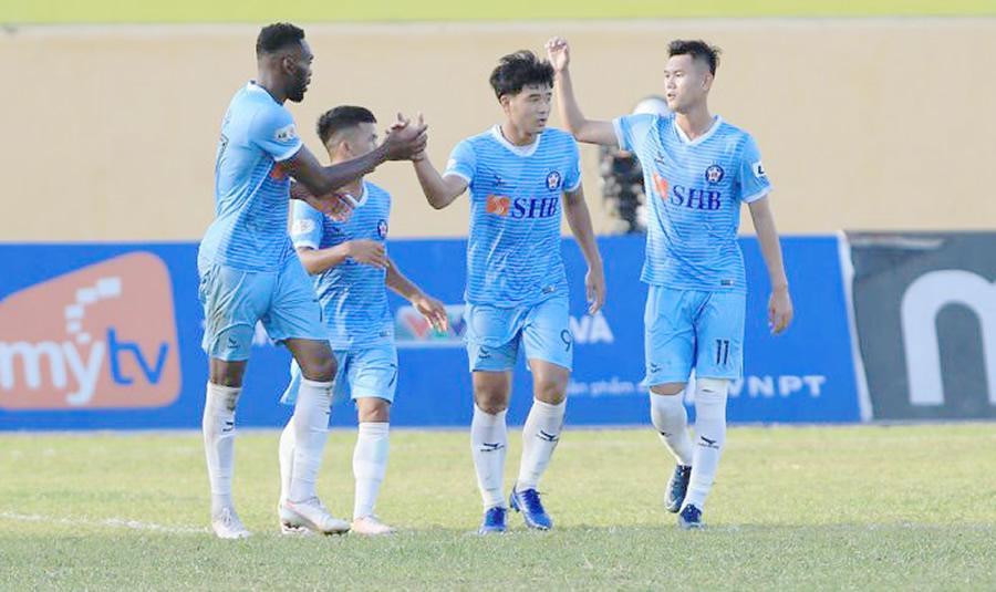 Vòng 8 V-League 2020: Ngôi đầu liên tục đổi chủ