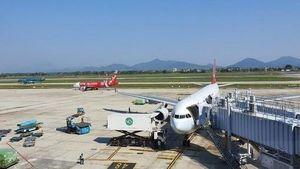 Lập biên bản ô tô chạy 'cắt đuôi' máy bay đang lùi tại sân bay Nội Bài